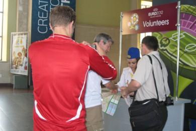 Волонтеры и туристы на Южном вокзале в Харькове