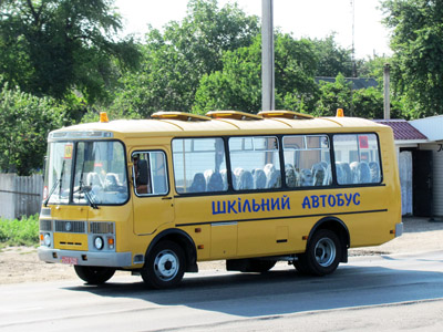 Школьный автобус АС-Р 32053 «Мрія» в Бутенках Кобеляцкого района. Скорее всего едет с завода.