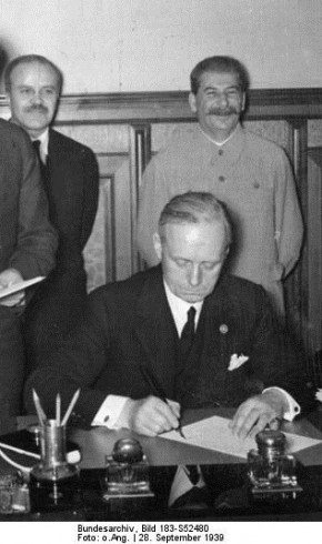 Молотов, Рібентроп, Сталін. 28 вересня 1939 р