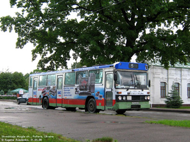 Автобус маршрута №5 возле музея Полтавской битвы