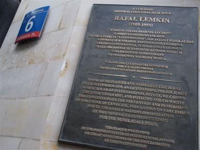 Меморіальна дошка Лемкіну в Варшаві