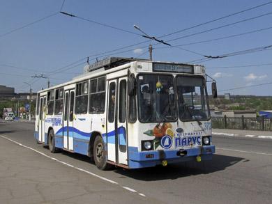 Есть в Алчевске и привычные полтавчанам троллейбусы модели ЮМЗ Т2. Правда всего два.