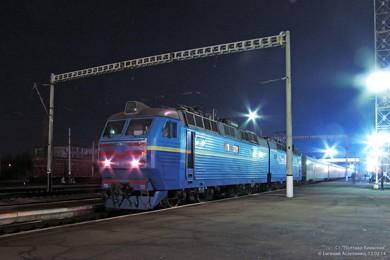 ЧС8-027 в крюковскими вагонами