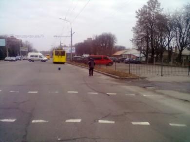 Обрыв контактной сети 13.12.11 на ул. Фрунзе. Троллейбусы стояли ок. 3-х часов