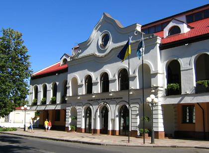 Галерея Мистецтв (Полтавський художній музей імені Миколи Ярошенка) у Полтаві. Фото