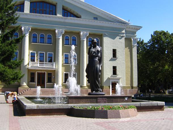 Пам'ятник Марусі Чурай у Полтаві. Фото