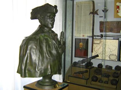 Погруддя короля Швеції Карла XII у Полтавському краєзнавчому музеї. Фото