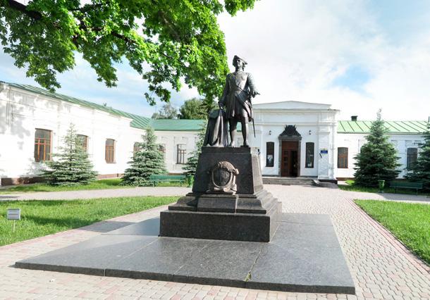 Пам'ятник Петру I у Полтаві. Фото
