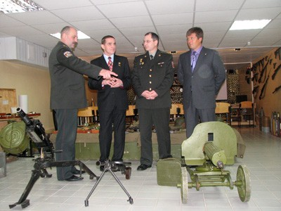 Леонід Каденюк у музеї військового одягу в Кременчуці
