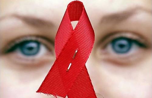 Красная ленточка — международный символ солидарности с ВИЧ-инфицированными людьми