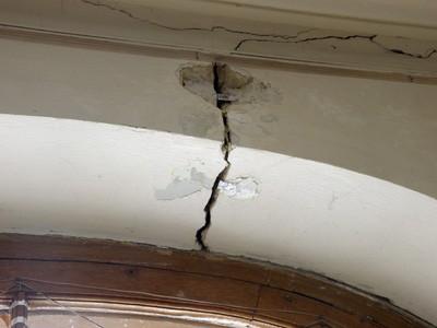 Тріщини на будівлі Полтавського краєзнавчого музею