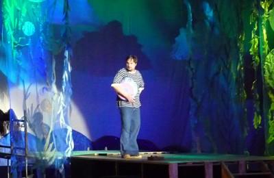 Сцена з вистави «Нових пригод Золотої Рибки»