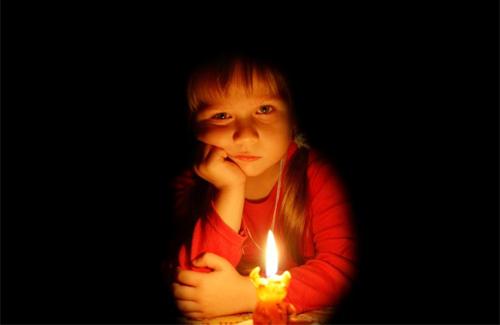 Жители дома в Полтаве не верят обленерго, что у них есть свет