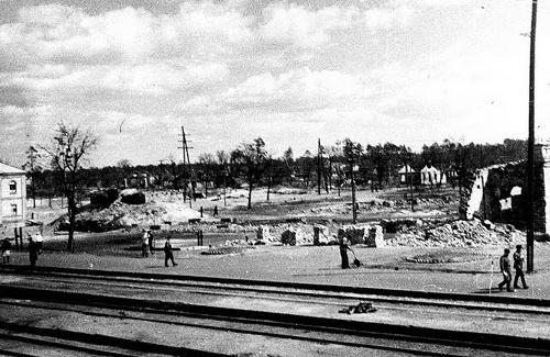 В ніч з 7 на 8 квітня 1944 року бомбардування знищило все і всіх