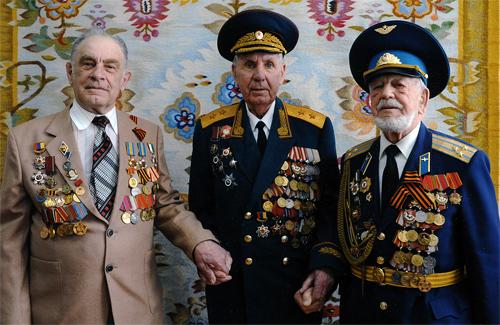Анатолій Івашко (перший зліва)