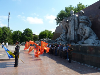 Мэр Кременчуга на руках вынес ветерана войны
