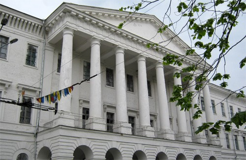 Мэру Полтавы намекнули, кто настоящий владелец Кадетского корпуса