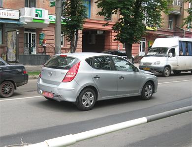 В Полтаве напротив СБУ разбилось три автомобиля