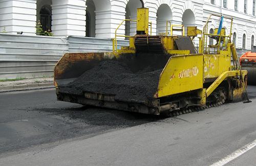 Працівники Полтавського ШРБУ асфальтують «кільце» Жовтневої вулиці