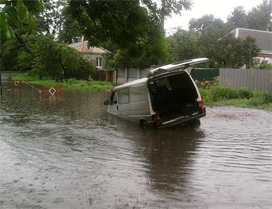 В Полтаве утонул автомобиль и затопило дома