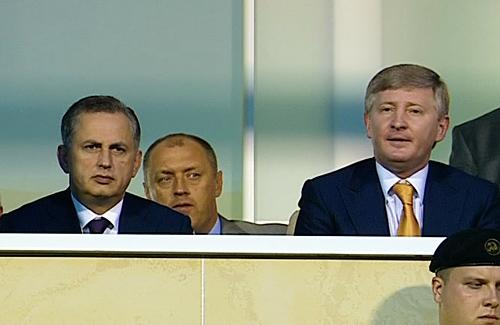 Борис Колесніков, Олександр Мамай та Рінат Ахметов у VIP-ложі стадіону «Ворскла»