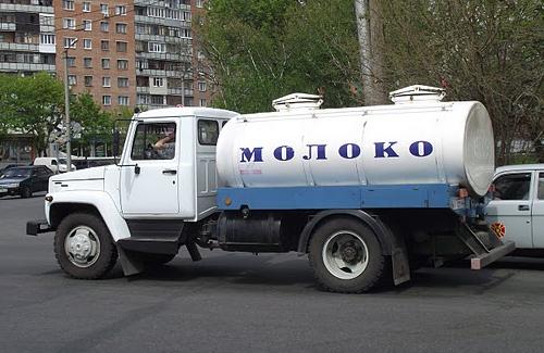 Молоко в населення прийматимуть по три гривні