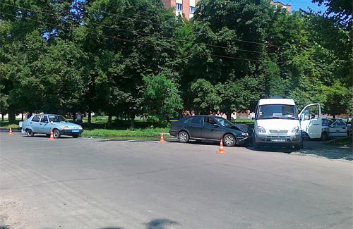 Алексей отметил: на фотографиях четко видны аварийные конусы вокруг милицейского автомобиля