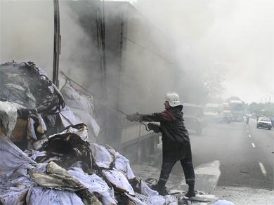 У Кременчуці згоріла вантажівка з трикотажем