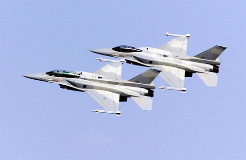 Американские истребители патрулируют небо над Полтавой