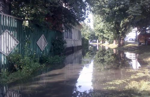 Навіть невеликий дощ підтоплює ділянку від зупинки «23 школа» до вул. Харківське шосе