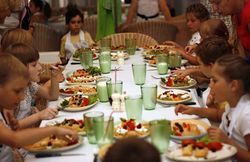 Кто снизит цену на продукты, тот и будет кормить детей в садиках