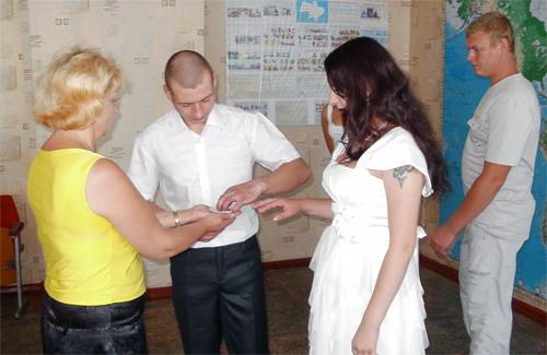У Кременчуцькій колонії зіграли весілля