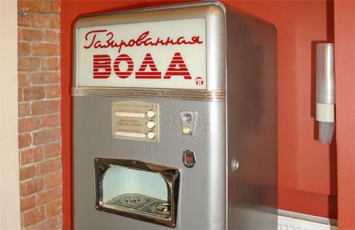 Помните автоматы во времена СССР, в которых покупали газировку и воду с сиропом?