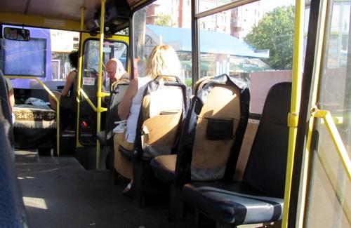 Сиденья в полтавских автобусах регулярно уничтожают и обновляют