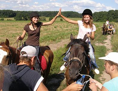 Дети и кони
