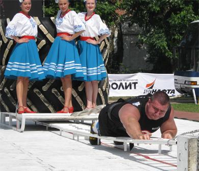 Сергей Романчук уверенно преодолевает 20 м дистанции