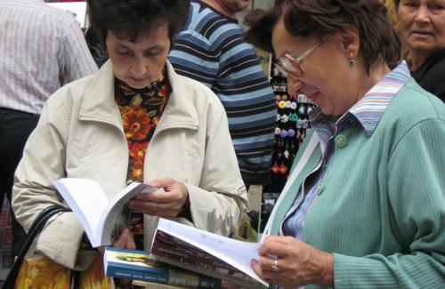 У Полтаві безкоштовно роздавали книжки про український патріотизм і націоналізм