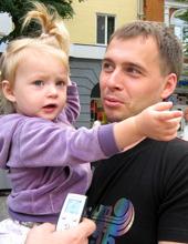 Андрій з донечкою