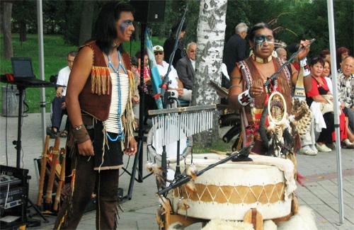 Троє індіанців завітали до Полтави 24 серпня