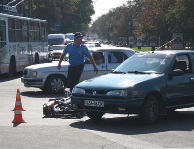 В Полтаве мотоциклист пошел на таран автомобиля