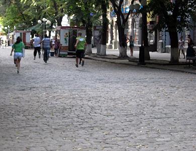 Флешмоб в Полтаве: бег, шпионаж и медитация в ТРЦ
