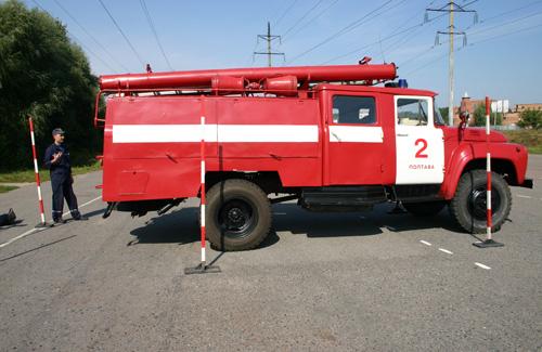 У Полтаві рятувальники змагалися на пожежних машинах