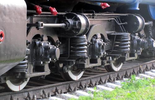 Пенсионер выжил после того как попал под поезд