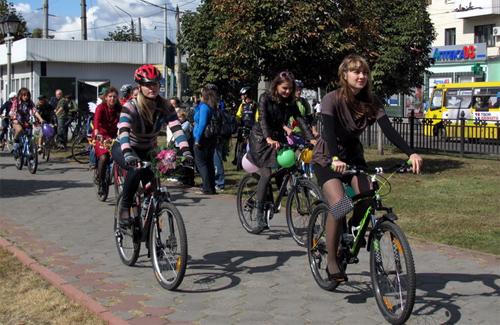 Велопробег девушек в Полтаве