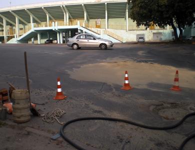 Аварийная служба водоканала проводит ремонтные работы