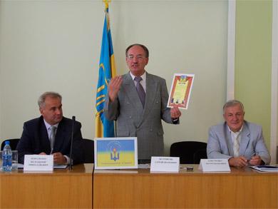 Сергій Болтівець вручає Дипломи міжнародної програми