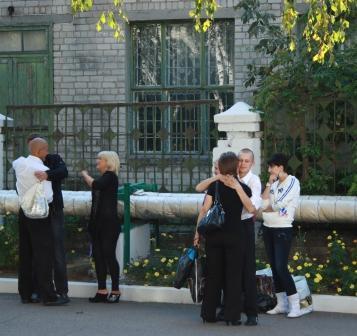 Із Кременчуцької колонії амністованих забирали батьки та баптисти
