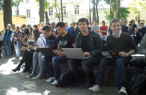 Відтепер студенти Полтави можуть «сидіти» в інтернеті просто неба