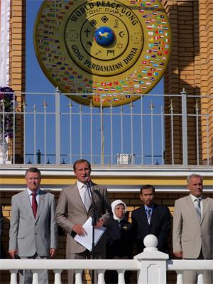 Кравчук та іноземні делегації привітали Кременчук із Днем Миру
