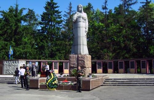 Меморіал загиблим у ВВв в селі Великі Липняги Семенівського району